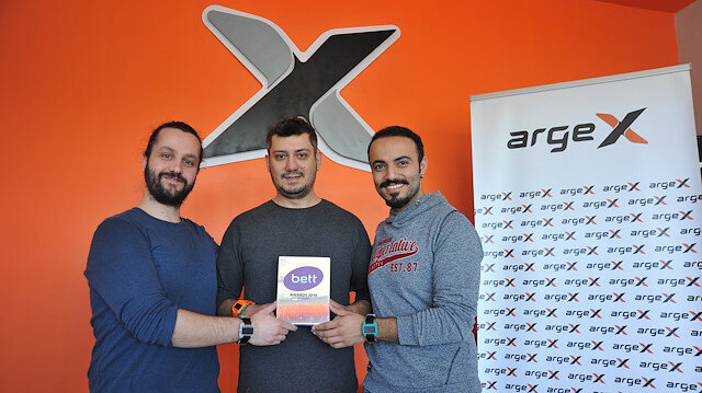 Türk mühendisler akıllı saatle en iyi teknoloji ödülünü aldılar