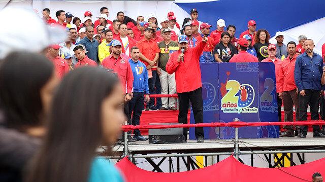 Binlerce Venezuelalı mitingde buluştu
