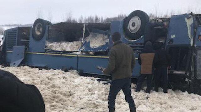Rusyada çocukları taşıyan otobüs takla attı