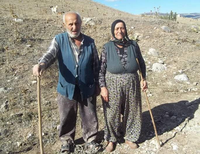 Osman Çakmak'ın annesi Sultan Çakmak ile babası Ömer Çakmak.