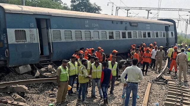 Seven passengers killed when train derails in eastern India