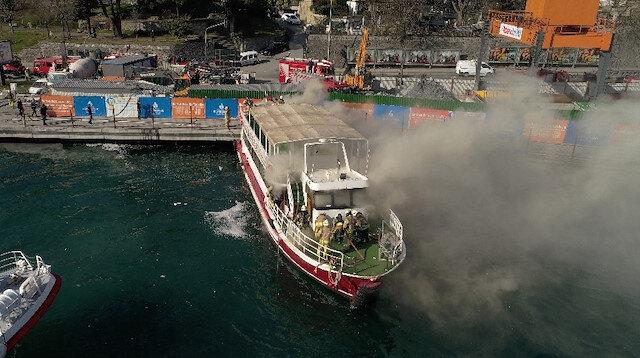 Tur teknesindeki yangın paniği kamerada