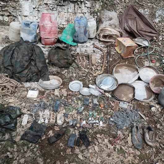 Şırnak'taki terör operasyonunda çok sayıda yaşam malzemesi ele geçirildi