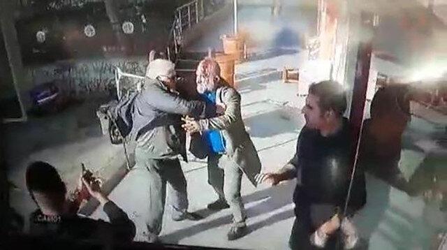 Tabureli silahlı 'küfür kavgası' kamerada