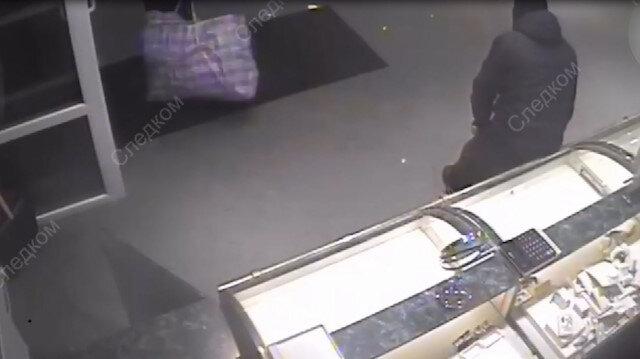 Kuyumcuyu soyan hırsızlar kaçarken kaza yapıp yakalandılar