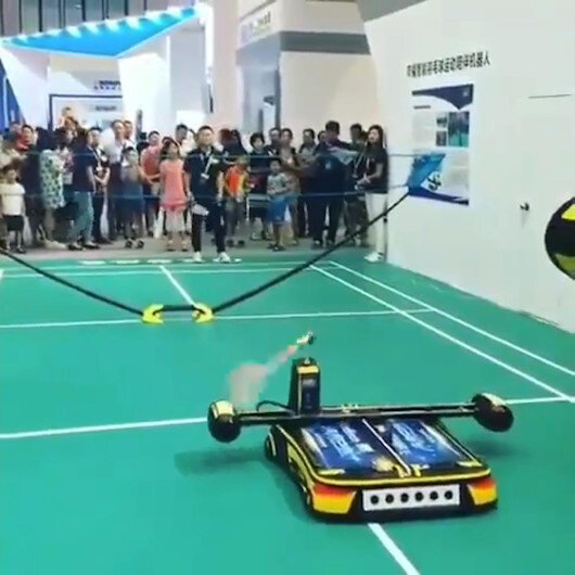 Badminton oynayan robot