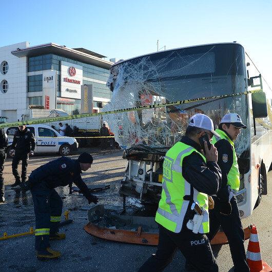 Halk otobüsü TIR'a çarptı: 1 ölü 17 yaralı