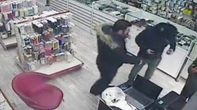 Cebindeki telefonu fark ettiği hırsızı elinden kaçırdı