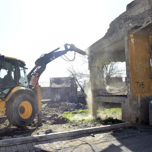 Metruk binalar yıkıldı Bakan Soylu ekipleri kutladı