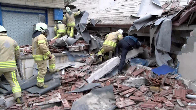 Kartalda 8 katlı bir bina çöktü