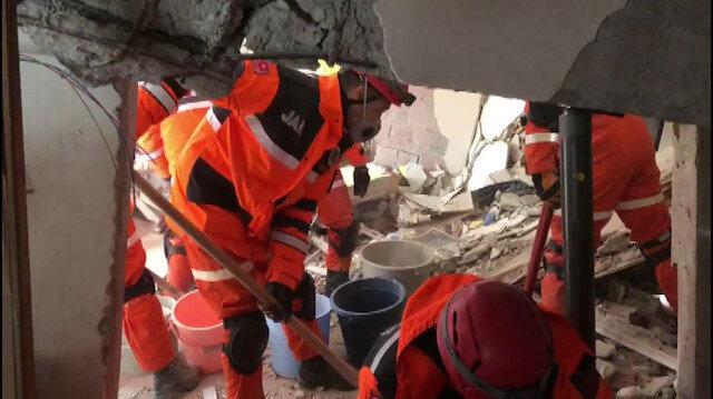 Jandarma Arama Kurtarma ekipleri enkaz bölgesinde