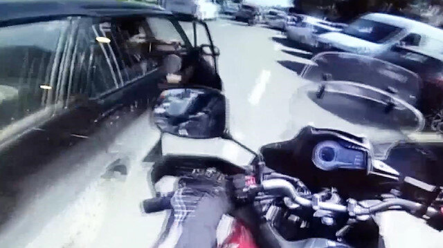 Eminönü'nde açılan kapı kazası kamerada