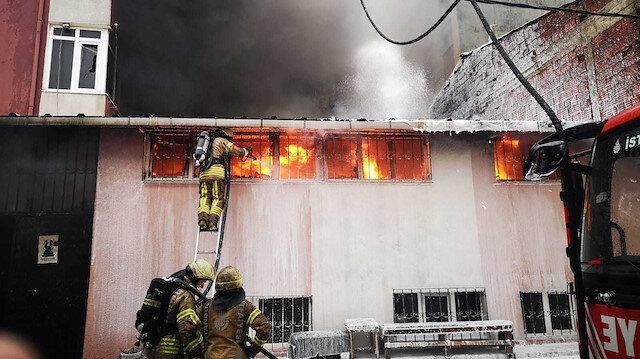 Sancaktepe'de tekstil fabrikasında yangın