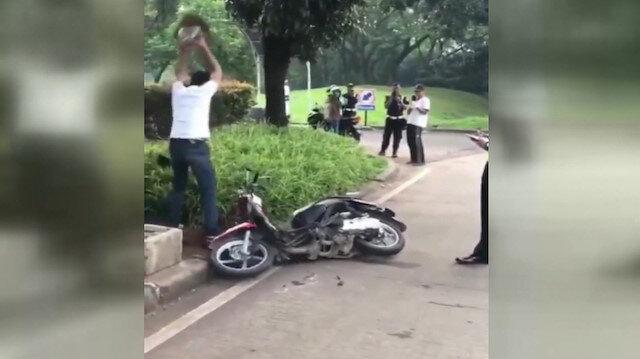 Cezaya kızan sürücü motosikletini parçaladı