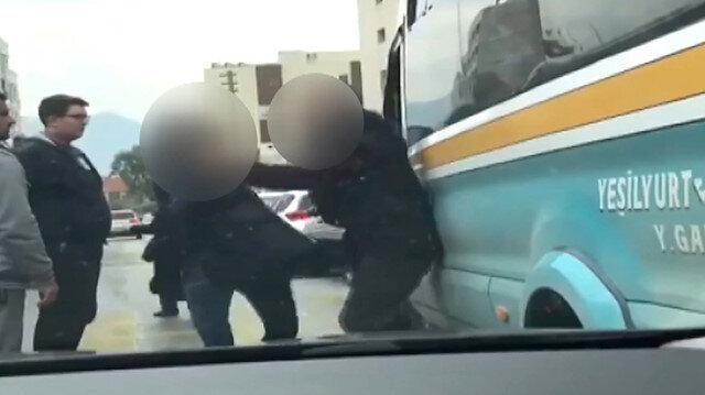 Minibüsçüyü tekme tokat döven kadın yolcu kamerada