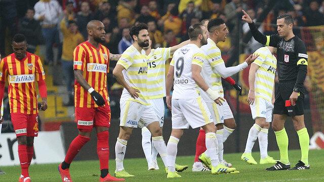Soldado hakem ile arasında geçen diyalog sonucunda direkt kırmızı kartla oyun dışında kaldı.