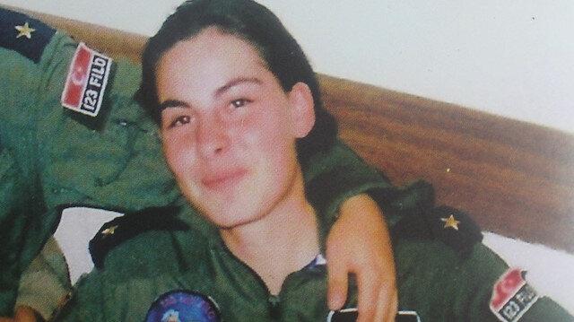 2001 yılında şehit olan pilot Ayfer Gök.