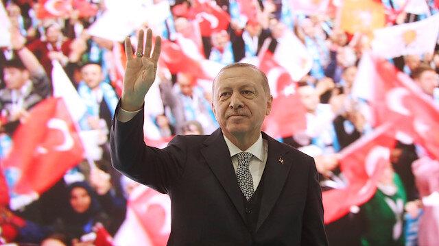 Erdoğan sahneye 'Kayahan' şarkısıyla çıktı