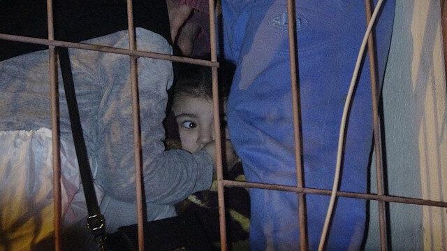 Yangında evlerinde mahsur kalan aileler büyük korku yaşadı.