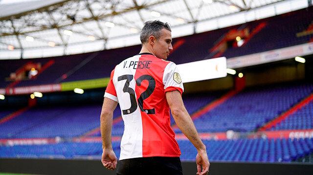 Futbol kariyerinin son dönemini Hollanda Ligi takımlarından Feyenoord'da geçiren Van Persie, attığı gollerle dikkat çekmeye devam ediyor.