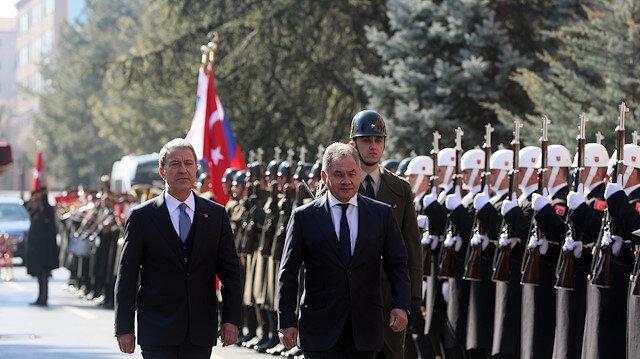 وزير الدفاع التركي يستقبل نظيره الروسي.. لبحث ملف سوريا وإدلب