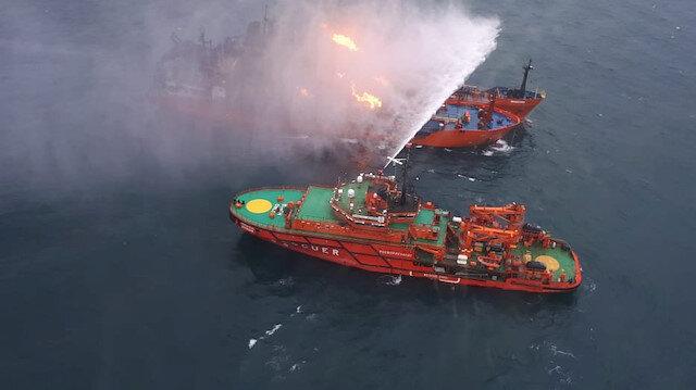 Kırım açıklarında hareket eden ve Tanzanya bayraklı oldukları ifade edilen 'Kandiy' ve 'Maestro' isimli gemilerde kısa süre sonra patlama ve ardından yangın çıktı.
