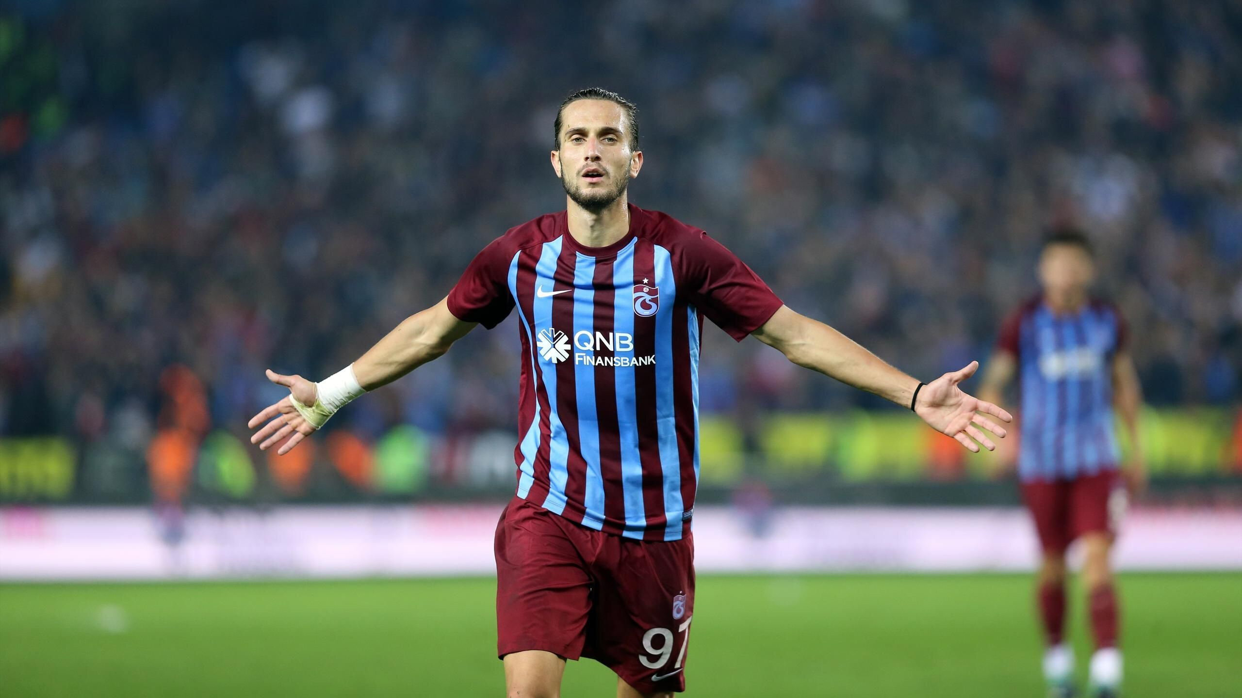 Yusuf Yazıcı bu sezon bordo-mavili formayla çıktığı 21 resmi maçta 1 gol atarken 2 de asist yaptı.
