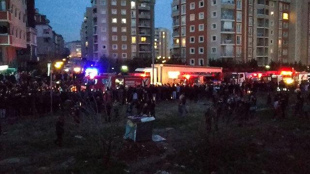 Helikopterin düştüğü bölgeye çok sayıda ambulans ve itfaiye ekibi sevk edildi.