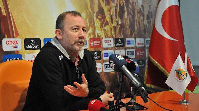 Sergen Yalçın yönetimindeki Alanyaspor, Süper Lig'de 11. sırada yer alıyor.