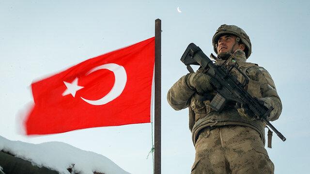 Güvenlik güçleri zorlu kış şartlarına rağmen terör operasyonlarını aralıksız sürdürüyor.
