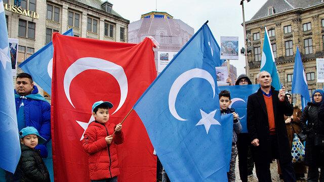 """الأتراك ينتفضون ردًّا على اضطهاد الصين لمسلمي :""""الأيغور"""""""