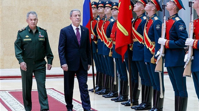 """مباحثات عاجلة حول """"سوريا"""" وزيارة مفاجئة.. وزير الدفاع الروسي في أنقرة"""