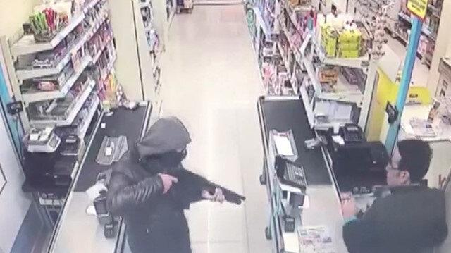 Pompalı tüfekli market soygunu kamerada