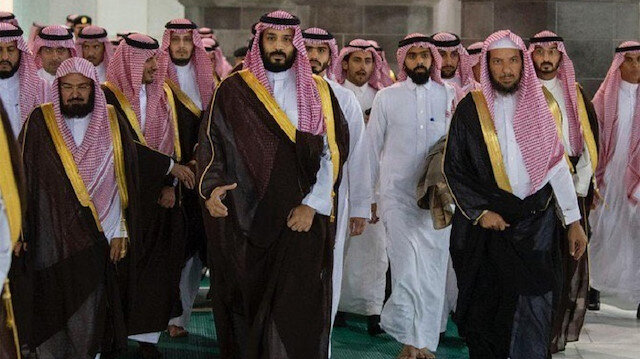 Saudi Crown Prince bin Salman touring holy sites in Mecca, including the Kaaba, along with his large entourage