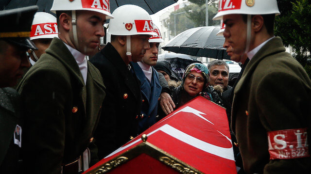 Şehit annesinin 'Oğlumu götürmeyin' feryadı askerleri ağlattı