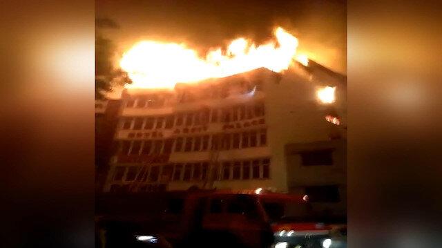 Hindistan'da otel yangını: 17 ölü.