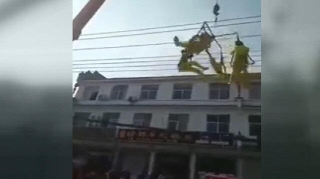 Halat koptu akrobatlar 5 metreden yere çakıldı