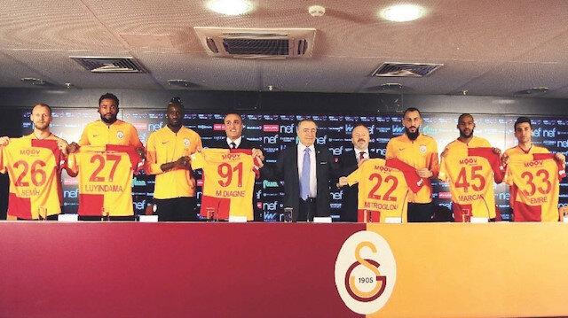 Türk Telekom Stadı'nda gerçekleştirilen imza törenine Başkan Mustafa Cengiz, İkinci Başkan Abdurrahim Albayrak ve Başkan Yardımcısı Yusuf Günay katıldı. .