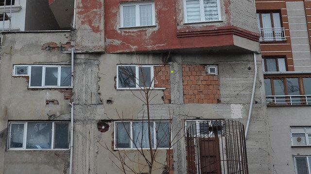 Bağcılar'da görenleri şaşkına çeviren bina