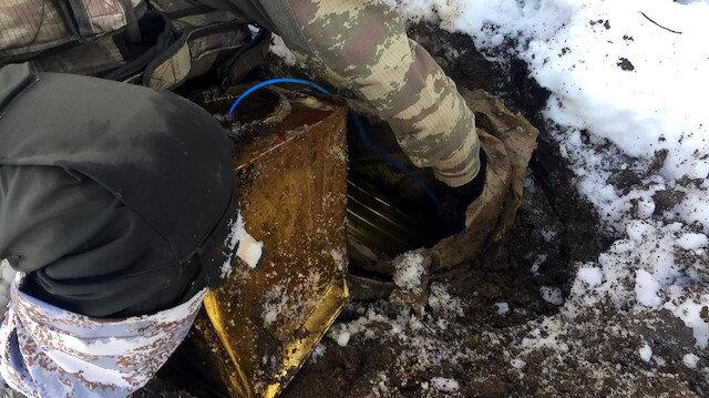 Bitliste toprağa gömülü 200 kilo EYP ele geçirildi