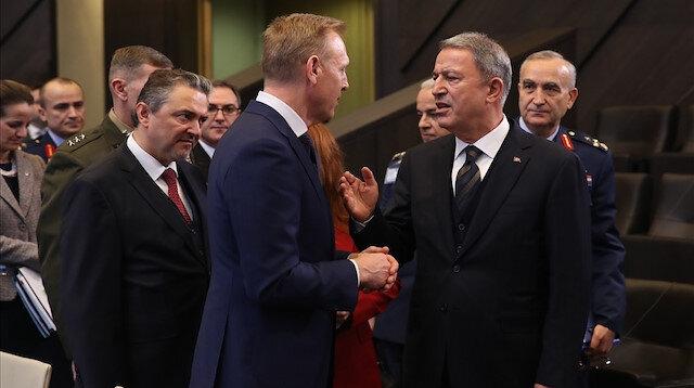 Bakan Akar'dan NATO'da diplomasi trafiği