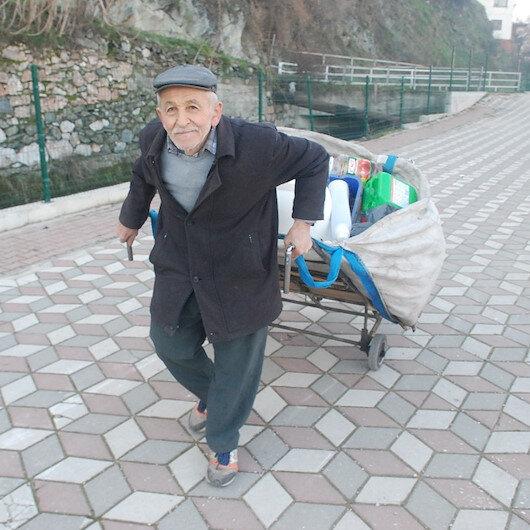 75 yaşında sokak sokak plastik topluyor