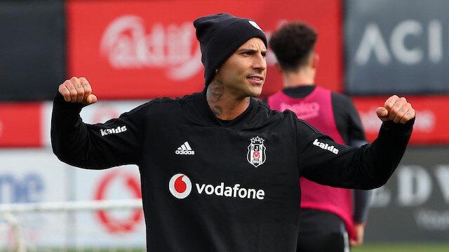 35 yaşındaki Quaresma bu sezon  Beşiktaş formasıyla çıktığı 24 resmi maçta 3 ol atarken 12 de asist kaydetti.