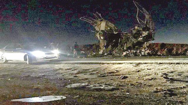 Yanında bombalı araç patlatılan otobüs enkaz yığınına döndü.