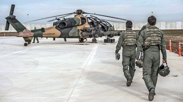Kara Havacılık Okulu'nda eğitim gören askerler.