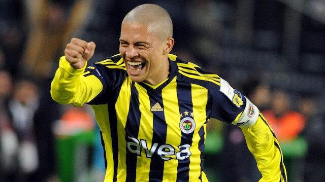 Alex, Fenerbahçeli taraftarların unutamadığı futbolcular arasında yer alıyor.