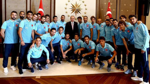Cumhurbaşkanı Erdoğan: Milli Takımın hocası yerli olmalı