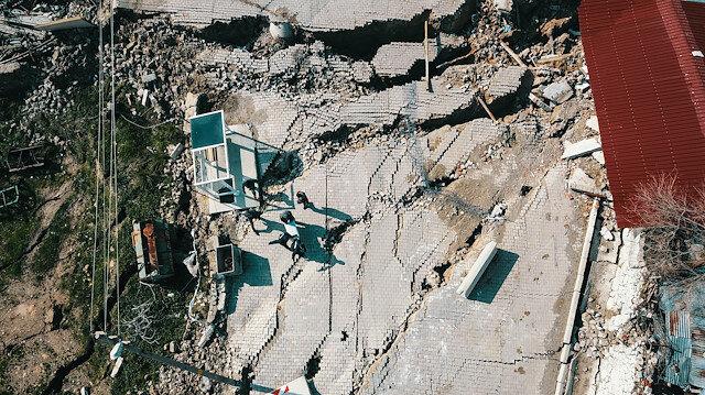 12 evin tahliye edildiği toprak kayması havadan görüntülendi