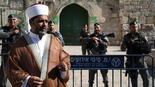 Arşiv: İsrail işgal polisi Mescid-i Aksa'nın kapılarını hukuksuz bir şekilde kapatarak Müslümanların girişlerine engelliyor.