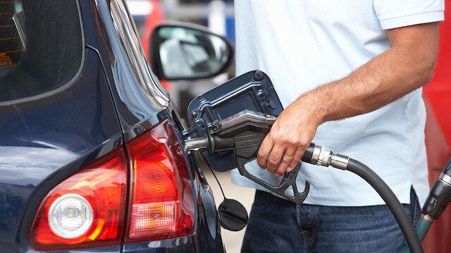 Benzinin litresi İstanbul'da 6 lira 10 kuruştan satılıyor.